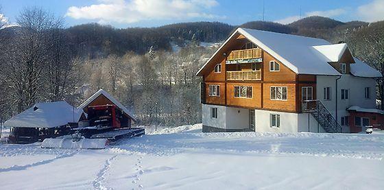 Де покататися на лижах в Карпатах - гірськолижна база відпочинку