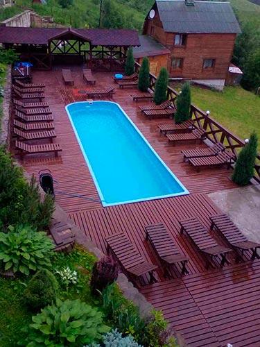 Славське котеджі з басейном