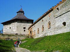 Меджибізький замок, Лицарська вежа з амбразурами