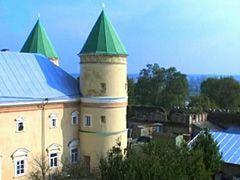 Межиріцький монастир, вежі