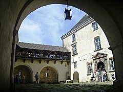 Олеский замок, внутрішній дворик