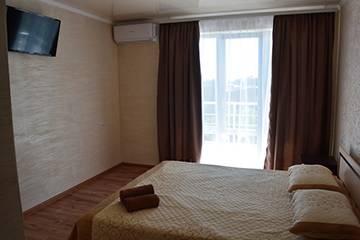 Затока фото номерів в готелі Олександр