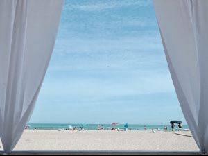 Пляжний готель