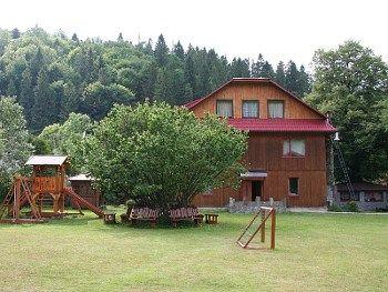 Готель в Карпатах з басейном