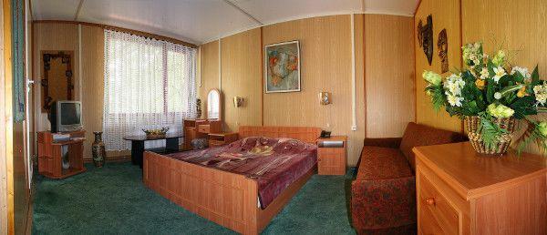 Готель у Карпатах «Едельвейс»