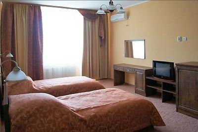 Відпочинок в Карпатах влітку, готель «Ерней-Лаз», Шаян