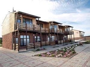Острів Бирючий готелі фотографії