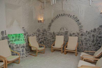 Соляна печера в Закарпатті - готель «Гелікон», Яноші