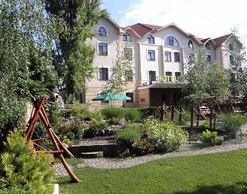 Готелі Закарпаття з басейном - готель «Гелікон», Яноші