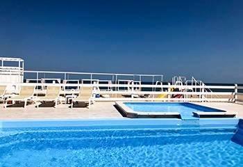 Грибівка готелі з басейном
