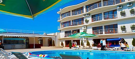 Готелі на море з басейном