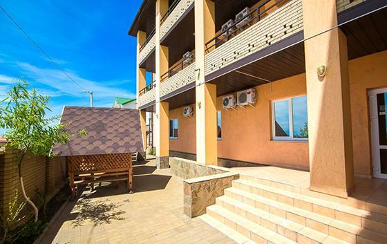 Готель в Бердянську біля моря