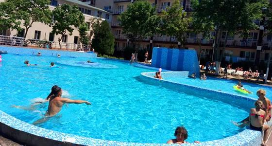 Коблево готелі з басейном