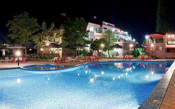 Залізний Порт готелі з басейном