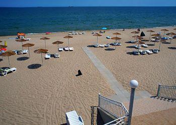Готель на березі моря