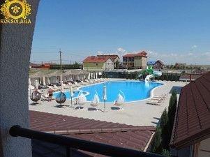готель Залізний Порт з басейном