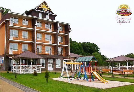 Готель у Сатанові