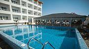 Затока готель з басейном