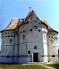 Покровська церква-замок у Сутківцях