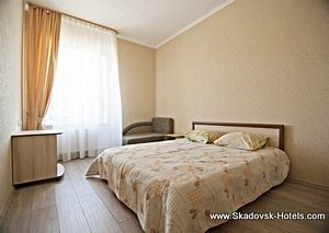 Готелі Скадовська з басейном