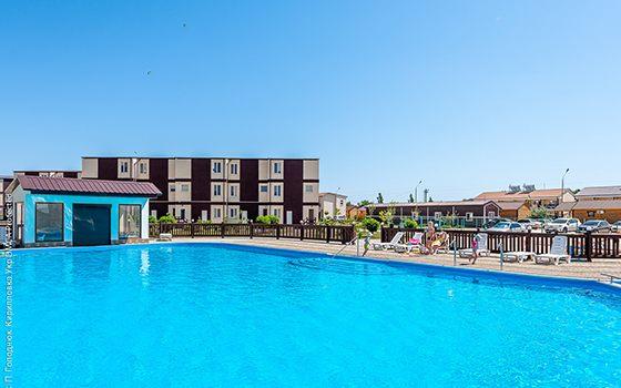 Кирилівка готель Егоїст басейн