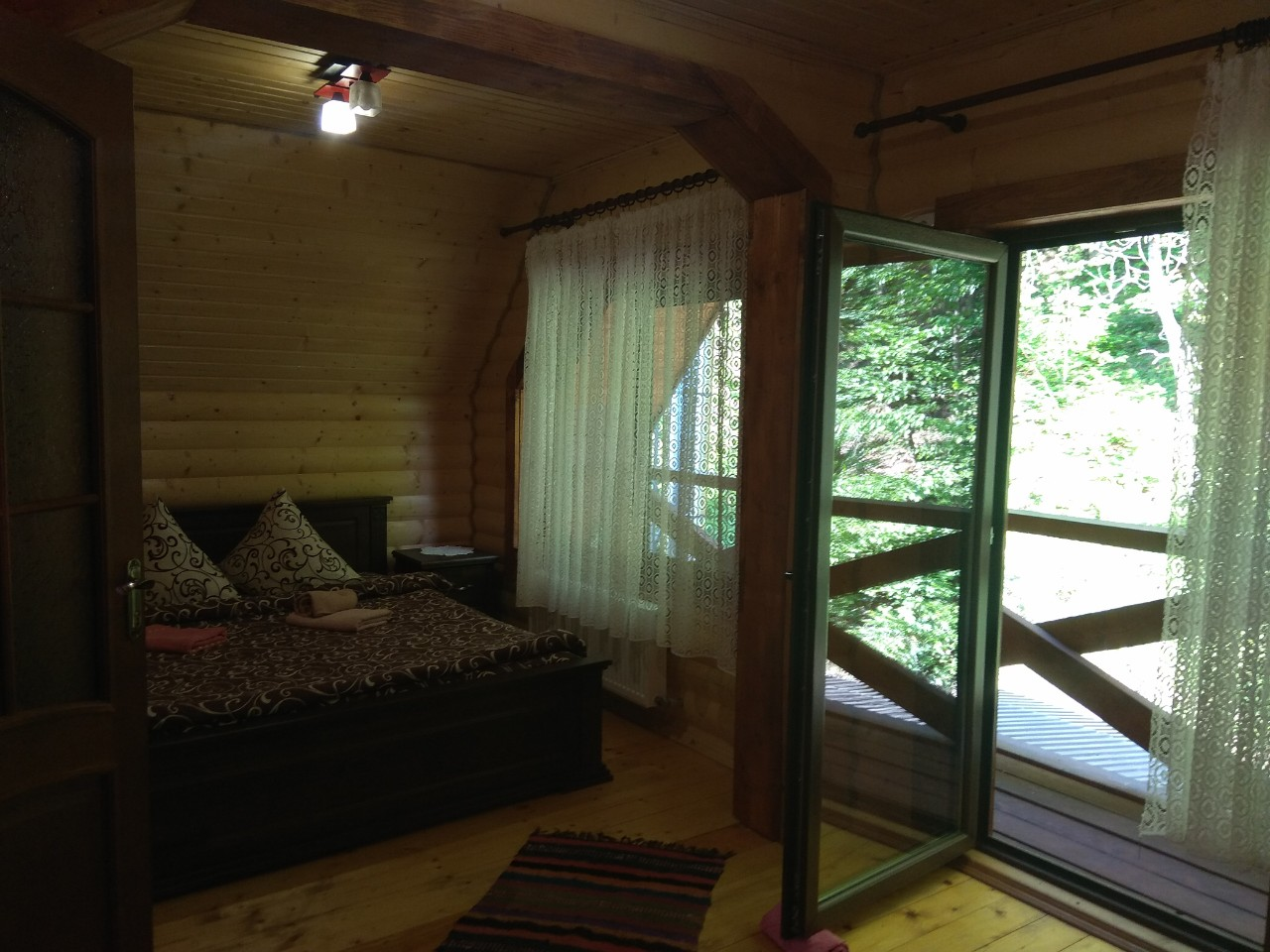 Гуцульський будиночок Шале Ведмеже в Поляні