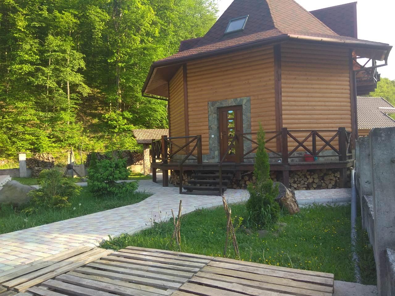 Карпатський будиночок в Поляні