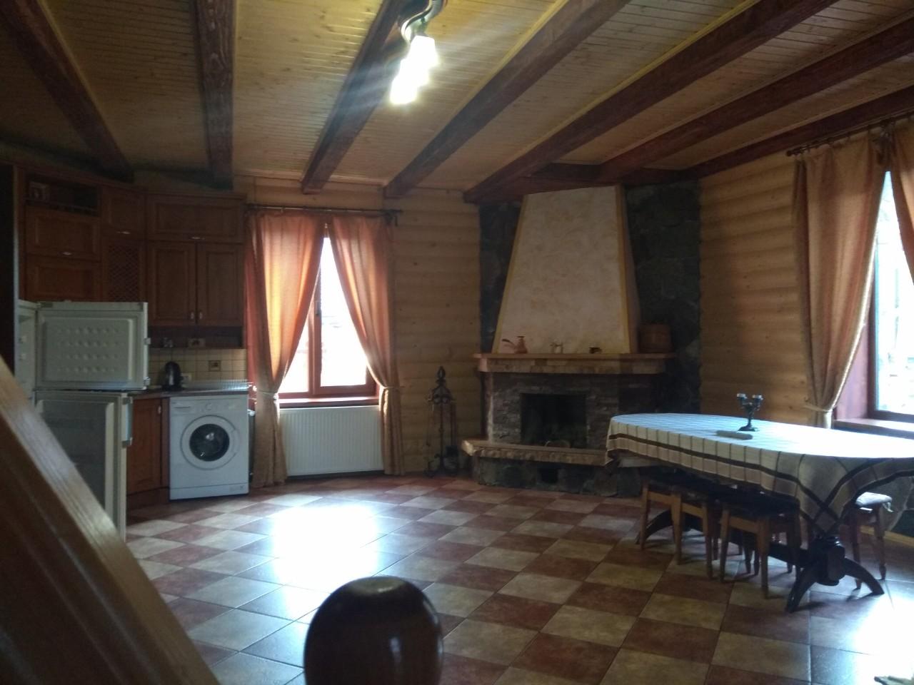 Зняти будиночок в Поляні