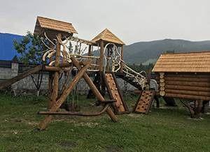 Оренда будинку біля озера Синевир
