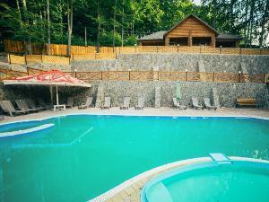 Карпати готелі з басейном