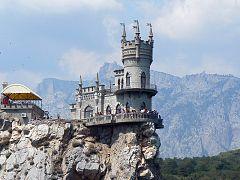 Замок «Ластівчине гніздо» з моря