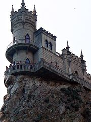 Замок «Ластівчине гніздо» з причалу
