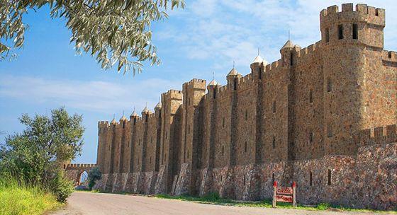 Відпочинок у Криму, замок «Вікінг»